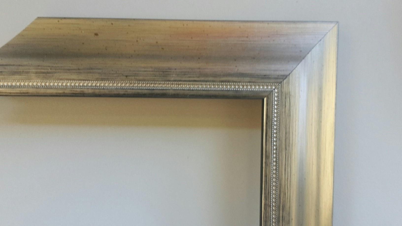 Fabira Bayonne Silber auf Schwarz, Zierkante, Rücken Schwarz ca. 40mm × 20mm