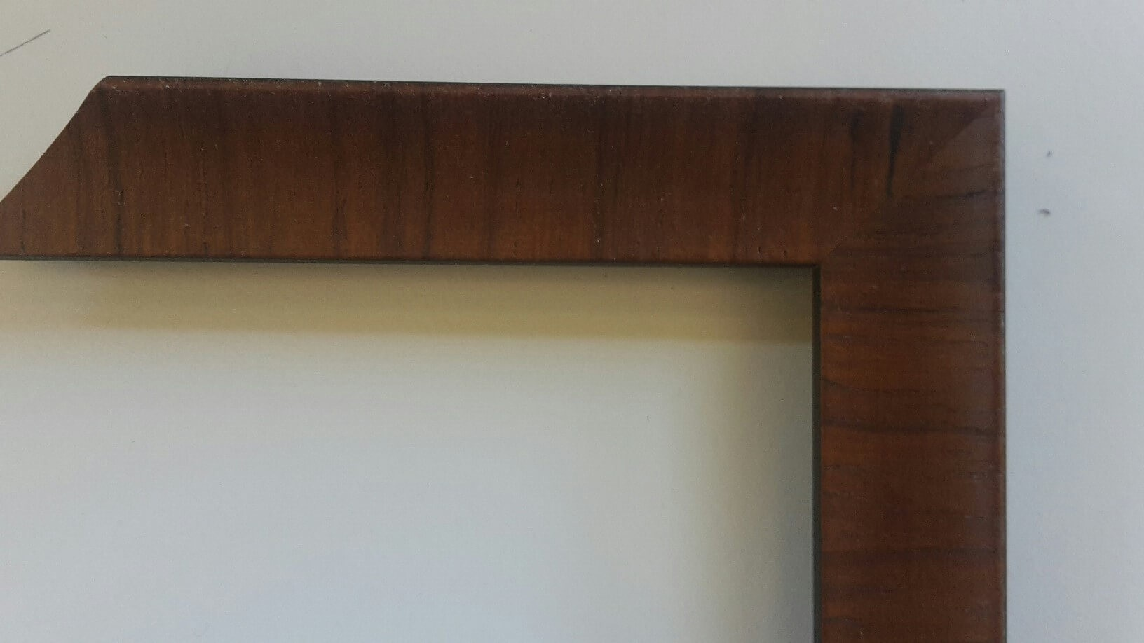 Fabira Tuco Wurzelfurnier Rotbraun, Rücken Schwarz ca. 30mm × 23mm